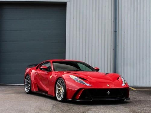 Thumbnail Ferrari 812