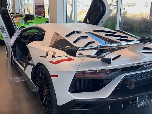 Thumbnail Lamborghini Aventador SVJ