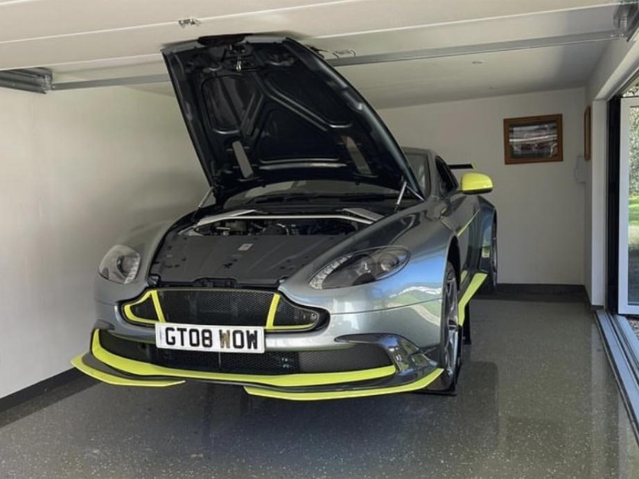 Thumbnail Aston Martin Vantage GT8