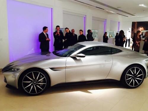 Thumbnail Aston Martin DB10