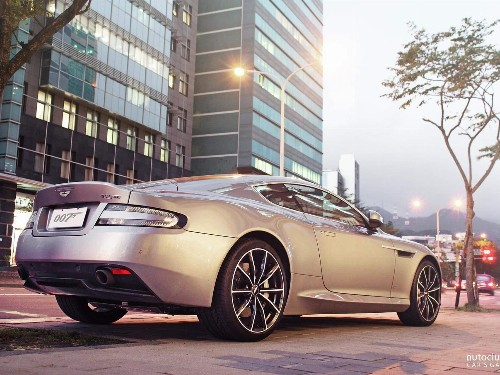 Thumbnail Aston Martin DB9